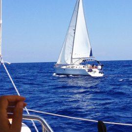 In barca a vela in flottiglia